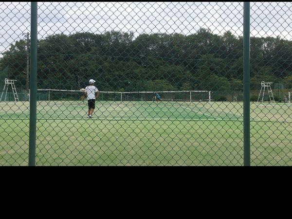 ジュニアで子供がテニスを習うとどのくらいの費用がかかるのか